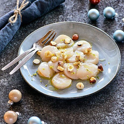 recette de carpaccio de saint-jacques aux noisettes grillées et zeste de citron tigré