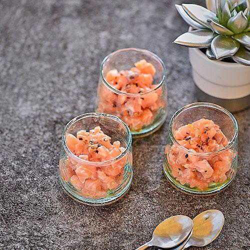 Tartare de saumon à l'orange et mélange du trappeur
