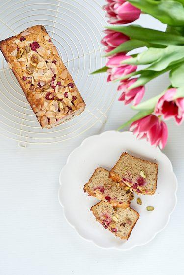 recette de cake sans gluten à la framboise, pistache et groseille