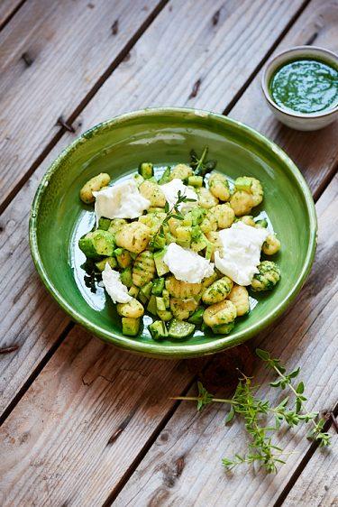 recette de gnocchi à l'huile de persil et mozzarella di bufala
