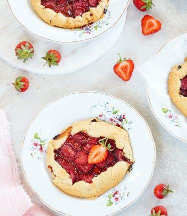 recette d'une tarte rustique sans gluten aux fraises