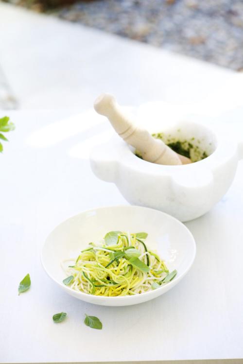 Spaghetti et spaghetti de courgette au pistou