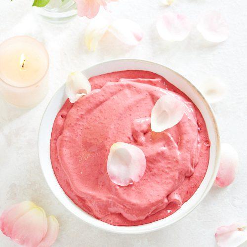 recette de crème glacée à la framboise et à la rose