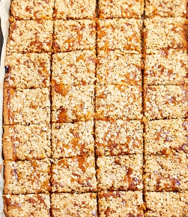 recette de carrés à la confiture et aux flocons d'avoine