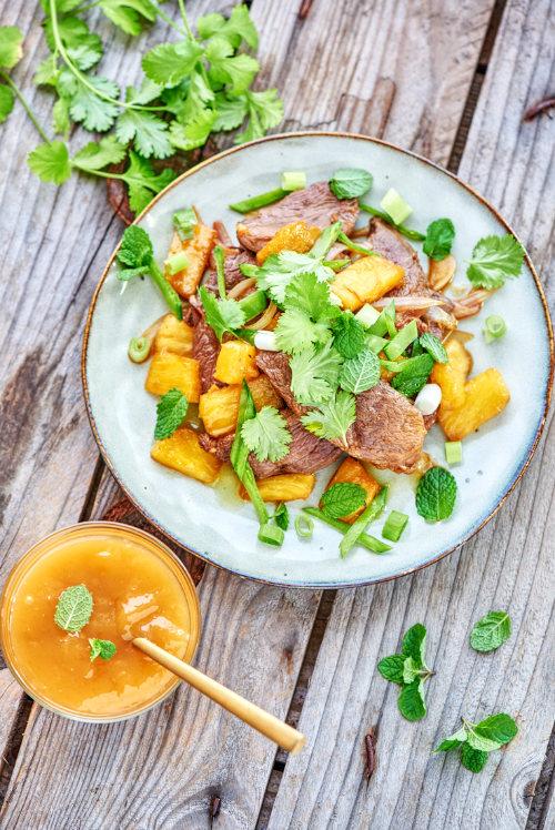 photo culinaire d'un magret de canard à l'ananas