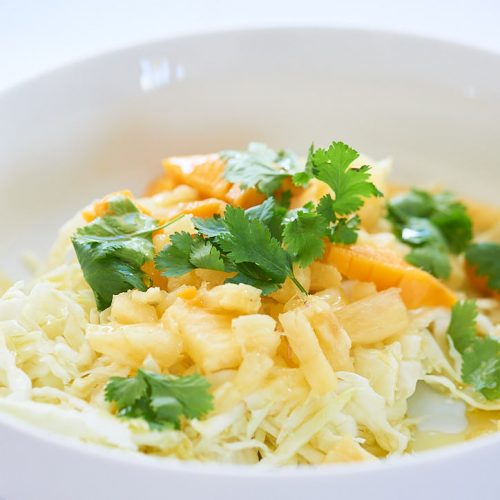 recette de Salade de chou à l'ananas, mangue et coriandre