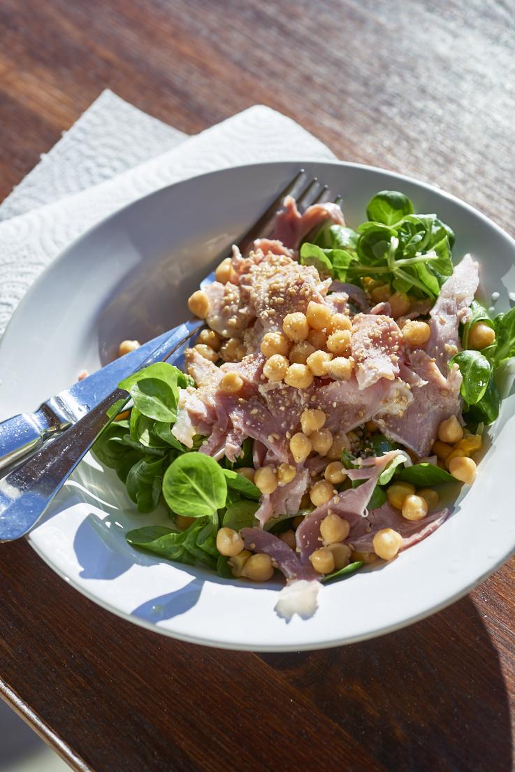 Salade de mâche, jambon et pois chiche
