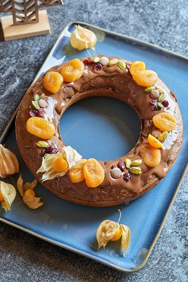 Photo culinaire de Couronne de Noël au chocolat et aux fruits secs