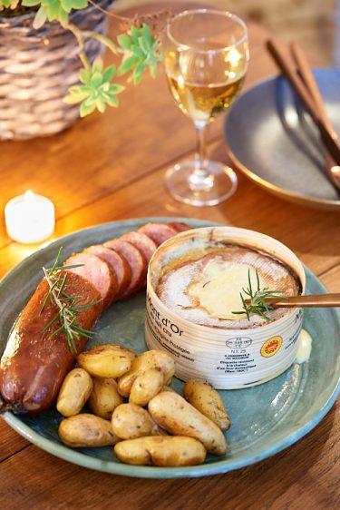 recette de Mont d'Or au four et saucisse de Morteau