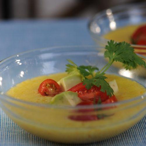 recette de soupe de tomate jaune, tartare d'avocat à la cerise