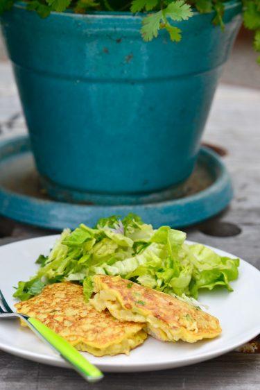 recette de Galettes de risotto, salade d'herbes fraîches