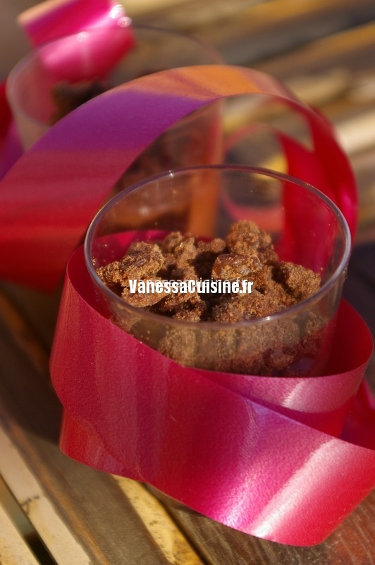 recette de Crèmes au chocolat soyeux et streusel, sirop de thé earl grey