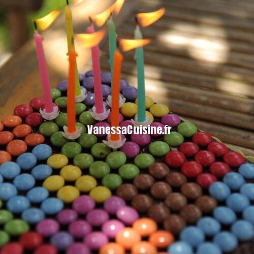 Gâteau d'anniversaire au chocolat et smarties pour Ysé !