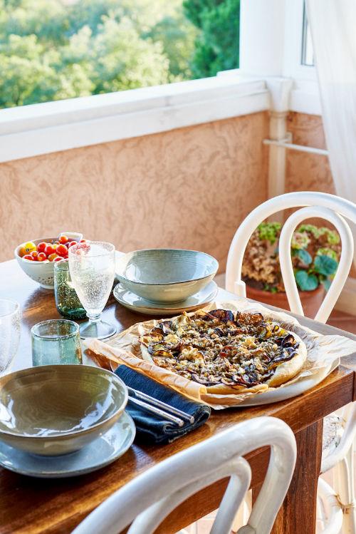 photo culinaire de tarte fine aux légumes rôtis et féta