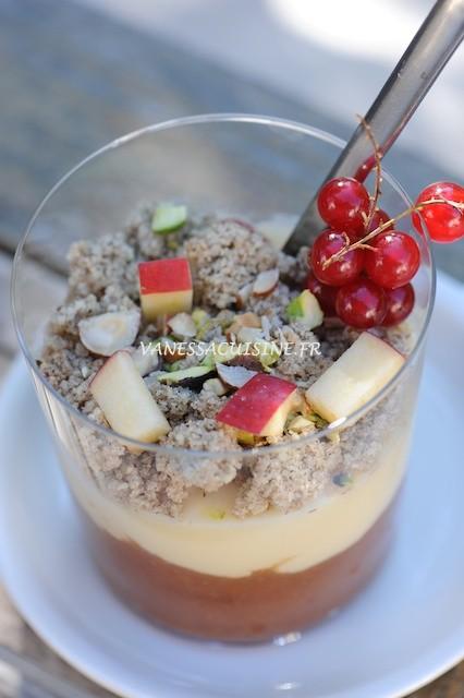 recette de Compote pomme et poire, crème à la vanille et crumble