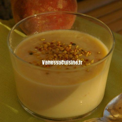 recette de Crème soyeuse de pêches blanches et pollen