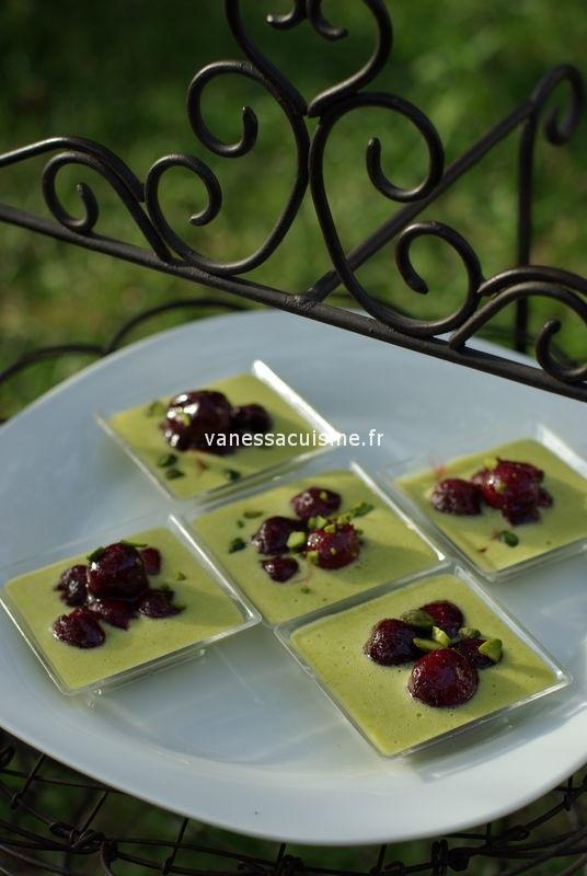 recette de Crèmes à la pistache et cerises du jardin