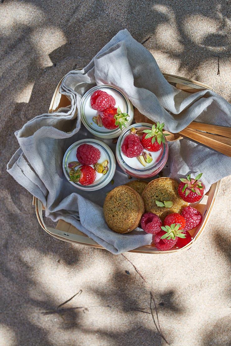 recette de Financiers à la pistache, yaourt au coulis de framboise