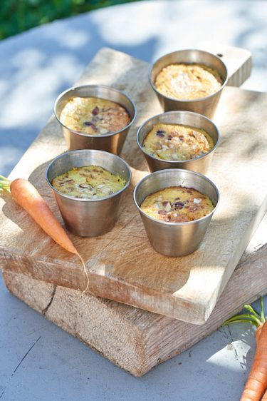 photo culinaire de flans aux carottes, noisettes et garam masala