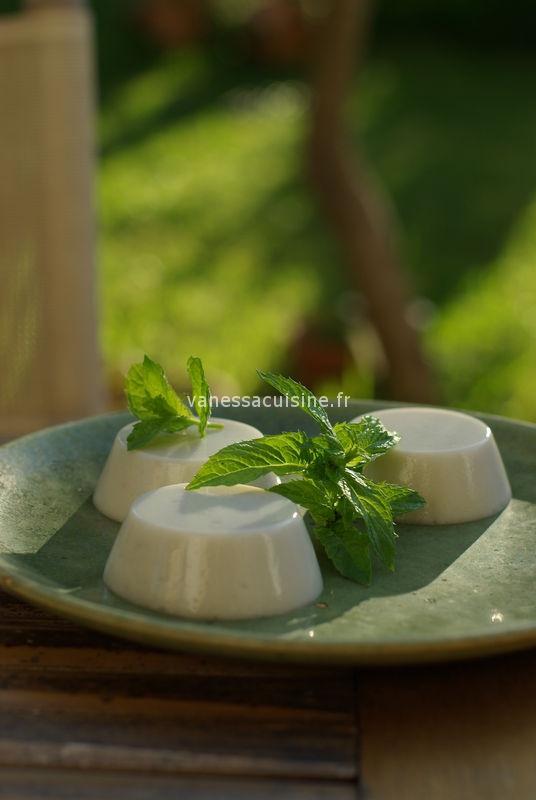 recette de Panna cotta au lait de coco et à la menthe fraîche