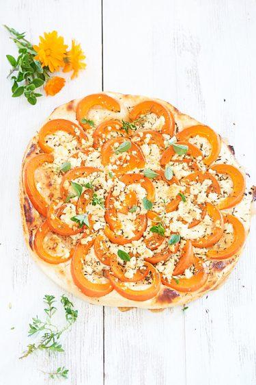 recette de Tarte fine au potimarron, feta et herbes fraîches