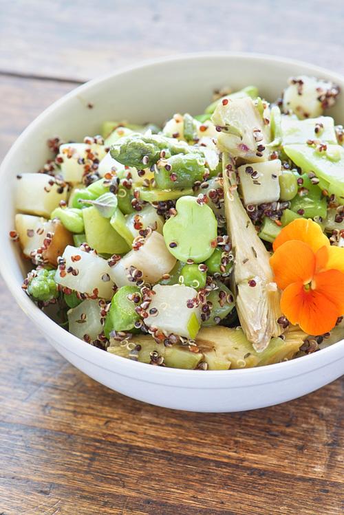 photo culinaire de Salade de légumes de printemps et quinoa noir