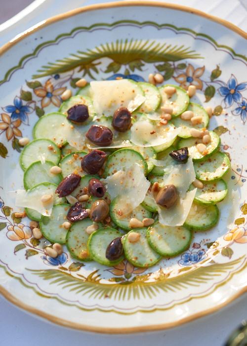 photo de Carpaccio de courgette aux olives taggiasche et parmesan
