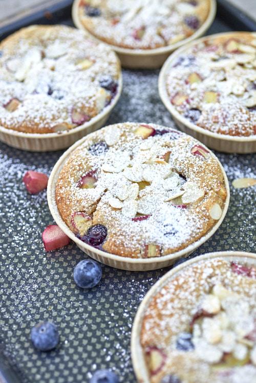 photo culinaire de Gâteaux rhubarbe myrtilles et miel