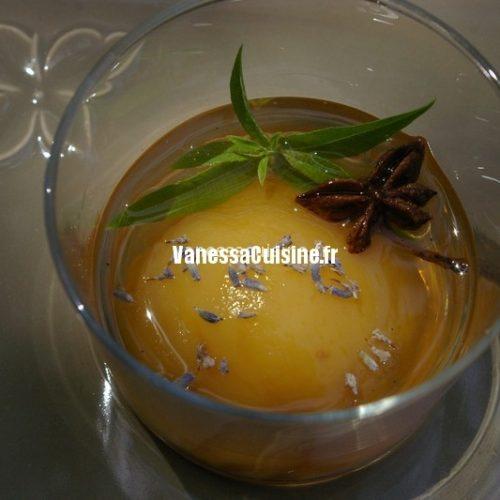 recette de Pêches pochées au ratafia et aux épices, lavande