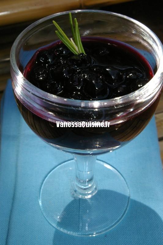 photo culinaire de Soupe de myrtilles au vin rouge et au romarin