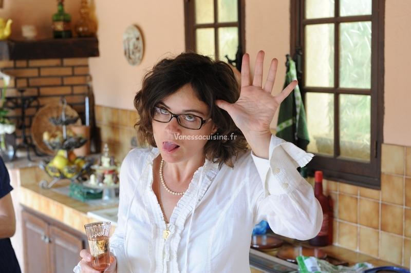 photo de vanessa romano faisant une grimace