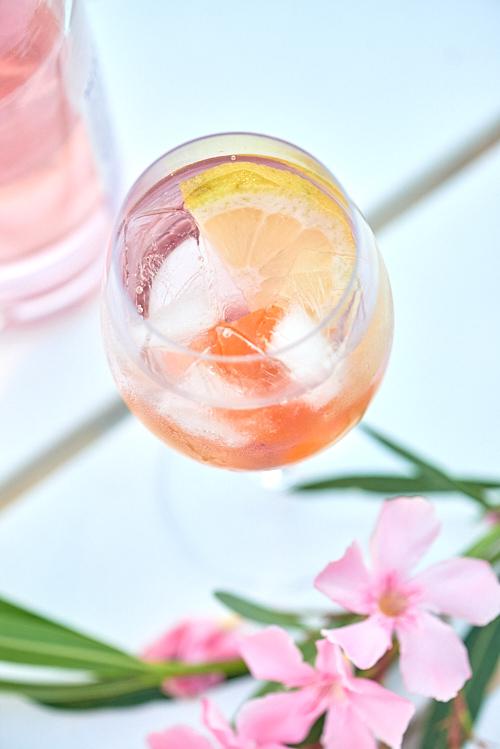 photo culinaire de gin tonic cassis