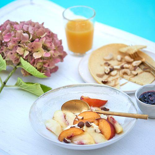 photo culinaire de petit-déjeuner piscine